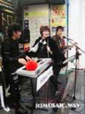 """We Love """"AKIBA-POP"""" 発売記念店頭ライブ"""